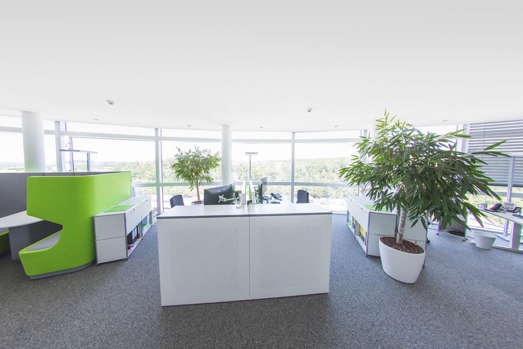 Eine hochwertige und moderne Büroausstattung sorgt für eine motivierende Arbeitsatmosphäre.