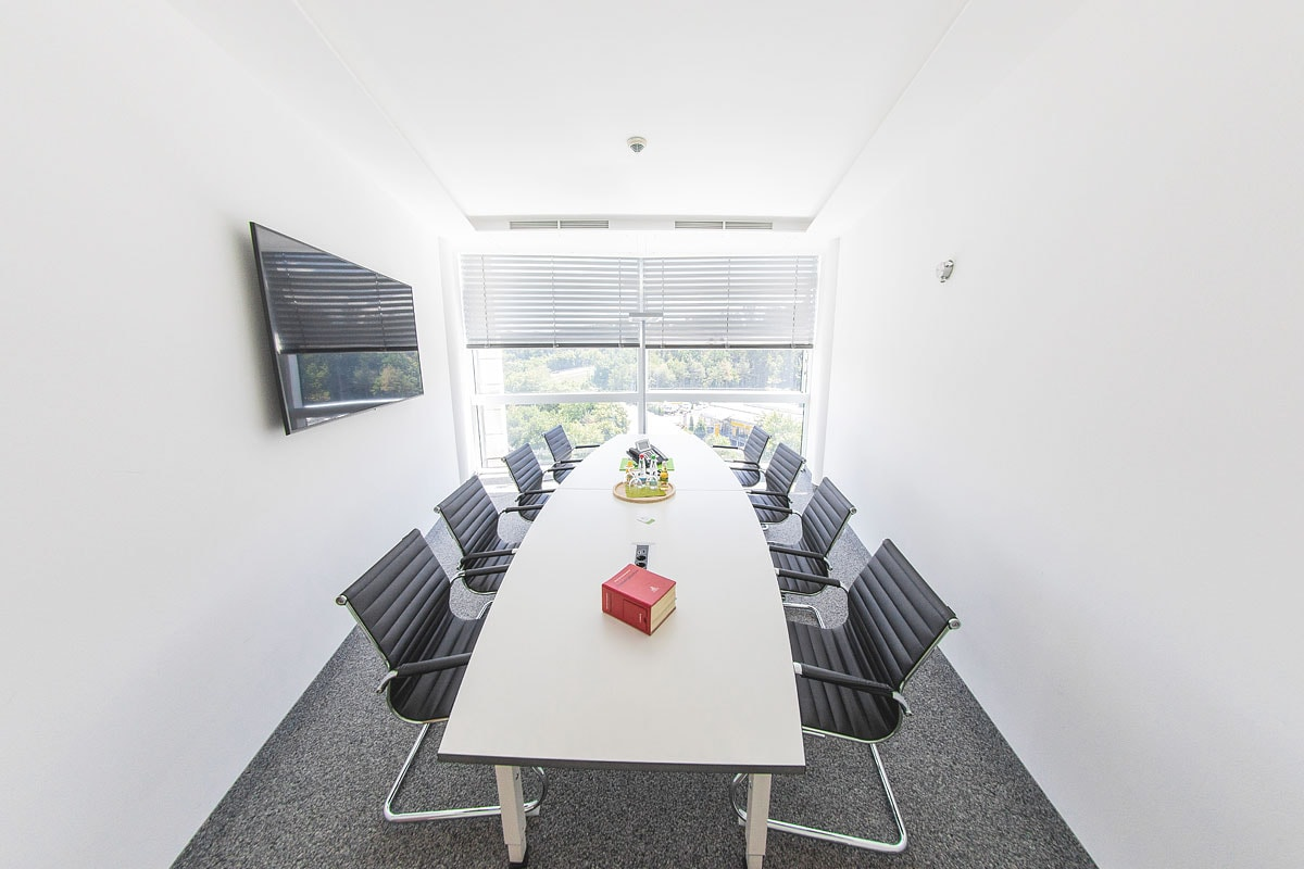 Unser Besprechungszimmer bietet Raum für eine persönliche und vertrauensvolle Beratung.